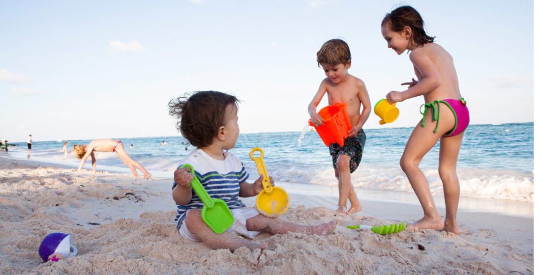 Enfants à la plage – Debauge Opticien Lyon (69)