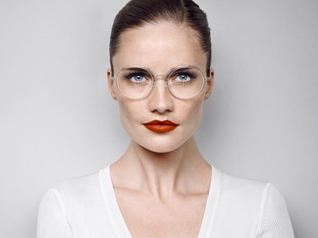 3e2b9d562e2c34 Montures transparentes   la lunette discrète à la pointe de la ...